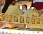 Giá vàng trong nước bốc hơi 650.000 đồng/lượng vì vắcxin COVID-19