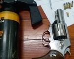 Bắt 2 tên trộm xe máy nổ súng bắn tổ trinh sát khi bị truy đuổi
