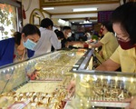 Giá vàng liên tục lao dốc, người giữ vàng lỗ nặng