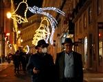 Châu Âu quá căng thẳng, WHO khuyến cáo người dân đeo khẩu trang khi về thăm nhà