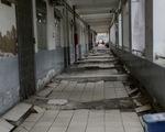 Bệnh viện xuống cấp sụt lún nghiêm trọng, treo bảng cảnh báo bệnh nhân