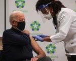 Ông Biden tiêm vắc xin phòng dịch, ghi nhận công lao của ông Trump
