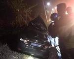 Ôtô biển xanh đâm đuôi xe container, 4 người bị thương