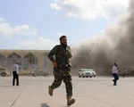 Nổ hàng loạt ở sân bay Yemen, ít nhất 26 người chết