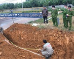 Cảnh sát môi trường lắc đầu với hệ thống ống ngầm xả nước thải vào hang ngầm
