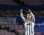 Đối đầu Messi, Ronaldo ghi 2 bàn giúp Juventus chiếm ngôi đầu bảng