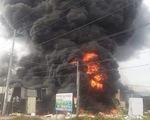 Cháy lớn xưởng làm đồ trang trí Noel và Tết ở quận 9