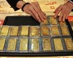 Giá vàng thế giới rớt mạnh, về gần ngang giá vàng trong nước