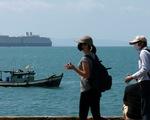 Dân Campuchia lo lắng vì du thuyền bị 'hắt hủi' MS Westerdam cập cảng Sihanoukville