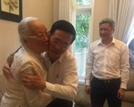 Ông Võ Văn Thưởng thăm thầy thuốc nhân dân Đoàn Thúy Ba