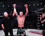 """Võ sĩ MMA knock-out đối thủ nhờ """"liên hoàn đấm"""" như trong phim của Chân Tử Đan"""