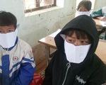 Phê bình giáo viên và hiệu trưởng vì tấm ảnh 'học sinh đeo khẩu trang bằng giấy