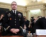 Ông Trump sa thải trung tá lục quân chống lại ông khi luận tội
