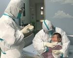 Gia đình nhiễm virus corona, các y tá thay nhau làm