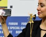 Đạo diễn Iran phải nhận giải Gấu Vàng ở Berlin từ xa vì bị cấm xuất cảnh
