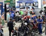 Giá dầu lao dốc: người tiêu dùng vui, doanh nghiệp lo lắng