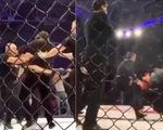 Trọng tài ăn đòn nhừ tử trên sàn đấu MMA vì...