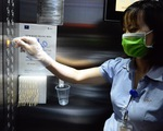 Cư dân chung cư chủ động theo dõi sức khoẻ, đo nhiệt độ hàng ngày
