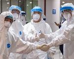 Cận cảnh việc lấy mẫu xét nghiệm COVID-19 tại sân bay Nội Bài