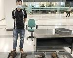 Bắt tạm giam 1 người vừa hoàn thành cách ly vì mang 29kg sừng tê giác