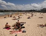 Hơn 1.000 ca nhiễm, Úc đóng cửa nhiều bãi biển