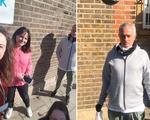 Mourinho đeo khẩu trang đi phân phát nhu yếu phẩm mùa dịch COVID-19