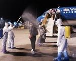 Chuyến bay Vietnam Airlines đưa gần 200 công dân
