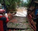 Dông lốc quật đứt cầu treo, mưa đá dày đặc lại xuất hiện ở Lào Cai