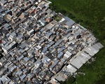 Xã hội đen Brazil tự ra giờ giới nghiêm để phòng COVID-19,