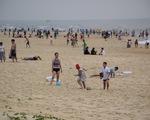 Quảng Nam cho phép tắm biển nhưng cấm mua bán trên bãi biển