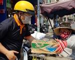Người Sài Gòn thưa bà con bán vé số dạo: