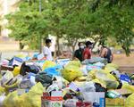 Mỗi ngày thu gom, tiêu hủy hơn 1,5 tấn rác từ các khu cách ly
