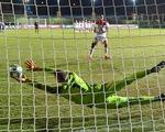 Video: Trận đấu có 21 quả phạt đền, thủ môn Daniel Batz cản phá thành công 5 quả