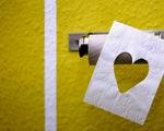 Cô gái tìm thấy tình yêu nhờ... nhường cuộn giấy vệ sinh mùa dịch