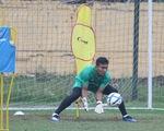 Cựu thủ môn U23 Việt Nam bị treo giò 2 trận vì thi đấu tiêu cực