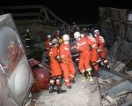 Cứu 47 người từ khách sạn cách ly bệnh nhân COVID-19 bị sập