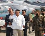 Ông Kim Jong Un gây chú ý với hình ảnh không đeo khẩu trang