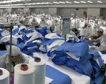 DuPont sản xuất cấp tốc quần áo bảo hộ từ Việt Nam xuất sang Mỹ ra sao?
