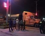 Công an Đồng Nai bắt xe quá tải giữa khuya