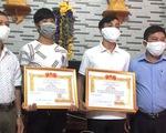 """Trao tặng huy hiệu """"Tuổi trẻ dũng cảm"""" cho 3 thanh niên cứu người"""