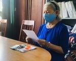 Bà cụ ủng hộ bông tai, tiền chống COVID-19: