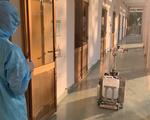 Chiều 3-4, robot bắt đầu khử khuẩn và lau sàn tại khu cách ly dã chiến Củ Chi