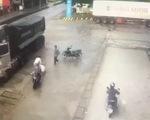Tài xế chạy xe tải ngược chiều, suýt tông người lại còn đánh người