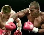 Khoảnh khắc Mike Tyson từng khiến đối thủ đo sàn và nằng nặc xin thua