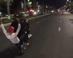 'Quái xế' bốc đầu xe trên phố Đà Nẵng, đồng bọn quay clip tung lên mạng