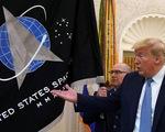 Trình làng cờ Lực lượng vũ trụ, ông Trump sẵn khoe tên lửa thượng hạng