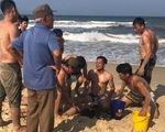 Uống bia xong tắm biển gặp nạn bơi cứu nhau, 1 người bị sóng cuốn chết đuối