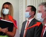 Quan chức cấp cao Nhà Trắng đeo khẩu trang
