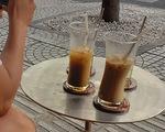 Đến Sài Gòn đừng quên uống cà phê sữa đá nhé