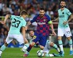 Messi luồn lách giữa những chấn thương